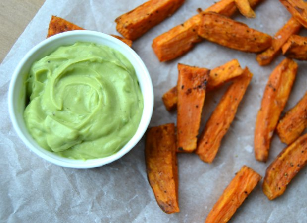 Sweet Potato Wedges with Spicy Avocado-Basil Dip, sweet potato fries, sweet potato chips, avocado dip, vegetable dip, healthy french fries, gluten free snacks